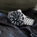 Edox Skydiver 70s Date Automatic
